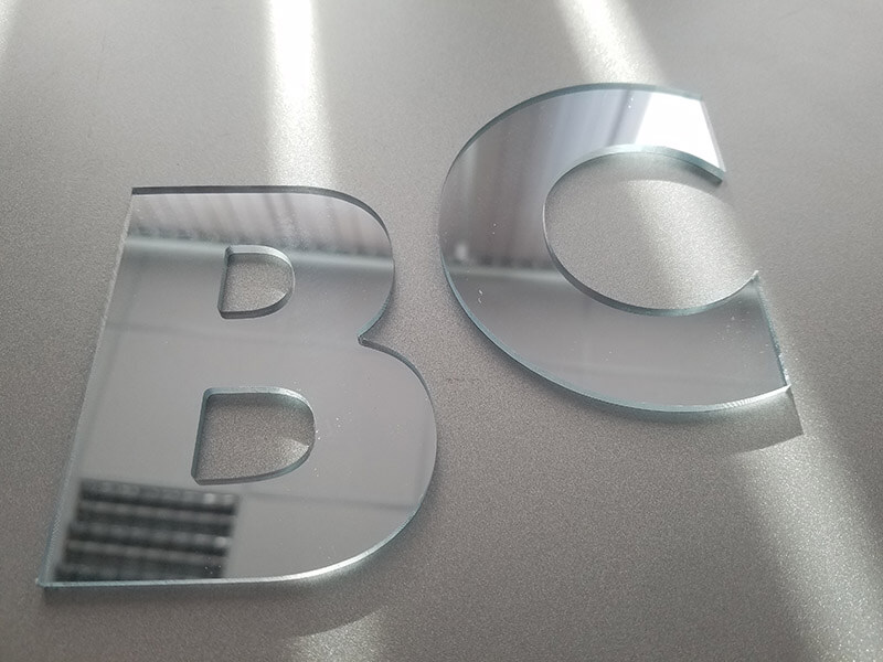 Производство зеркальных букв в Москве